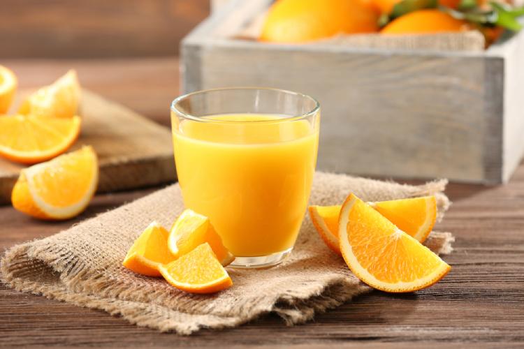 Cách sử dụng baking soda trị mụn, xóa thâm với nước cam tươi