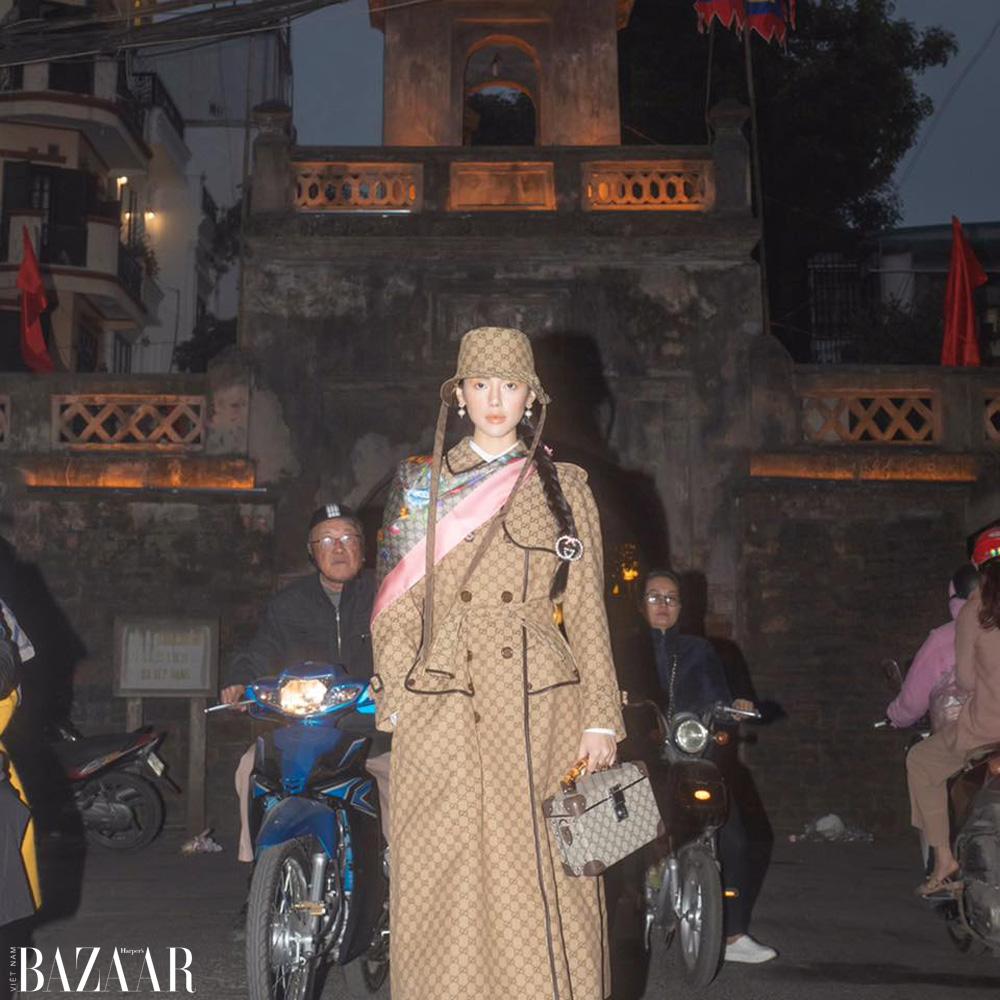 """""""Cô em Trendy"""" Khánh Linh diện nguyên cây Gucci làm tour guide Hà Nội 4"""