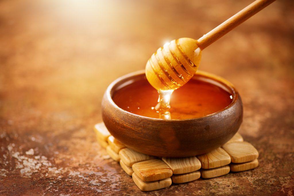Cách sử dụng baking soda trị mụn với mật ong