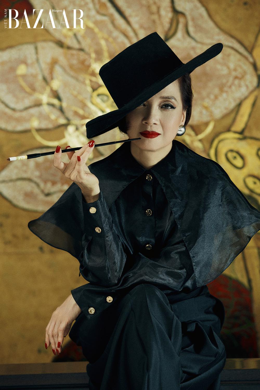 NSND Lê Khanh lột xác với phong cách thời trang nữ cường trong Gái già lắm chiêu V 5