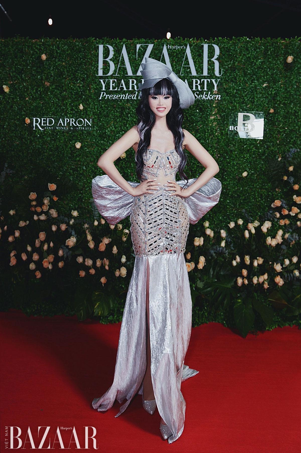 Jessica Minh Anh chơi nổi với mái tóc highlight bạc tại tiệc Harper's Bazaar 1