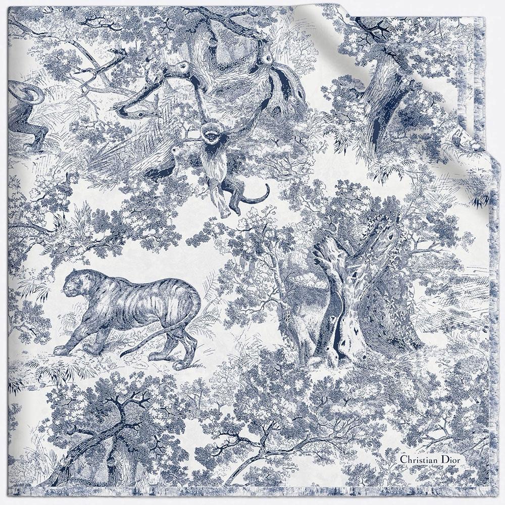 Họa tiết Toile de Jouy với khung cảnh là chim muông, dã thú trên khăn lụa Dior