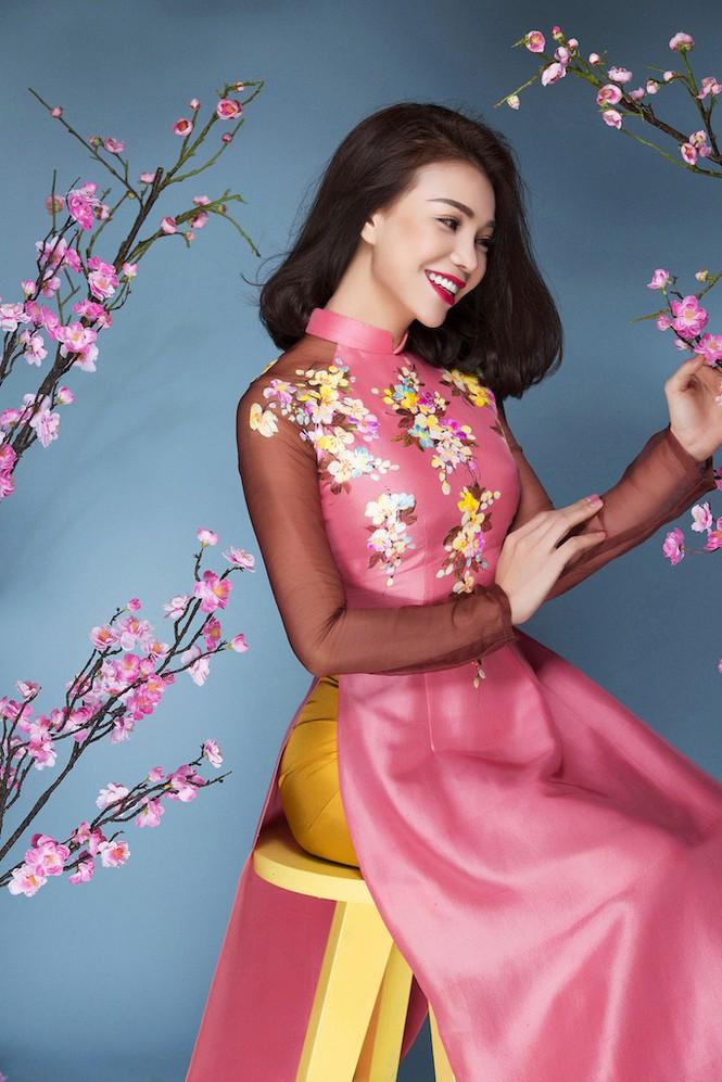Trà Ngọc Hằng xinh đẹp với mái tóc ép phồng