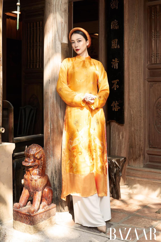 Linh Nga bay bổng khi diện áo dài Kim Sắc Niên Hoa của La Sen Vũ 2
