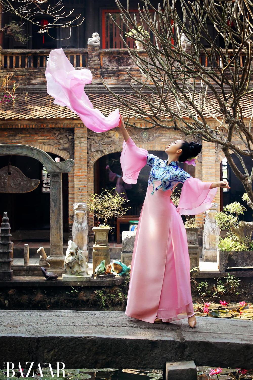 Linh Nga bay bổng khi diện áo dài Kim Sắc Niên Hoa của La Sen Vũ