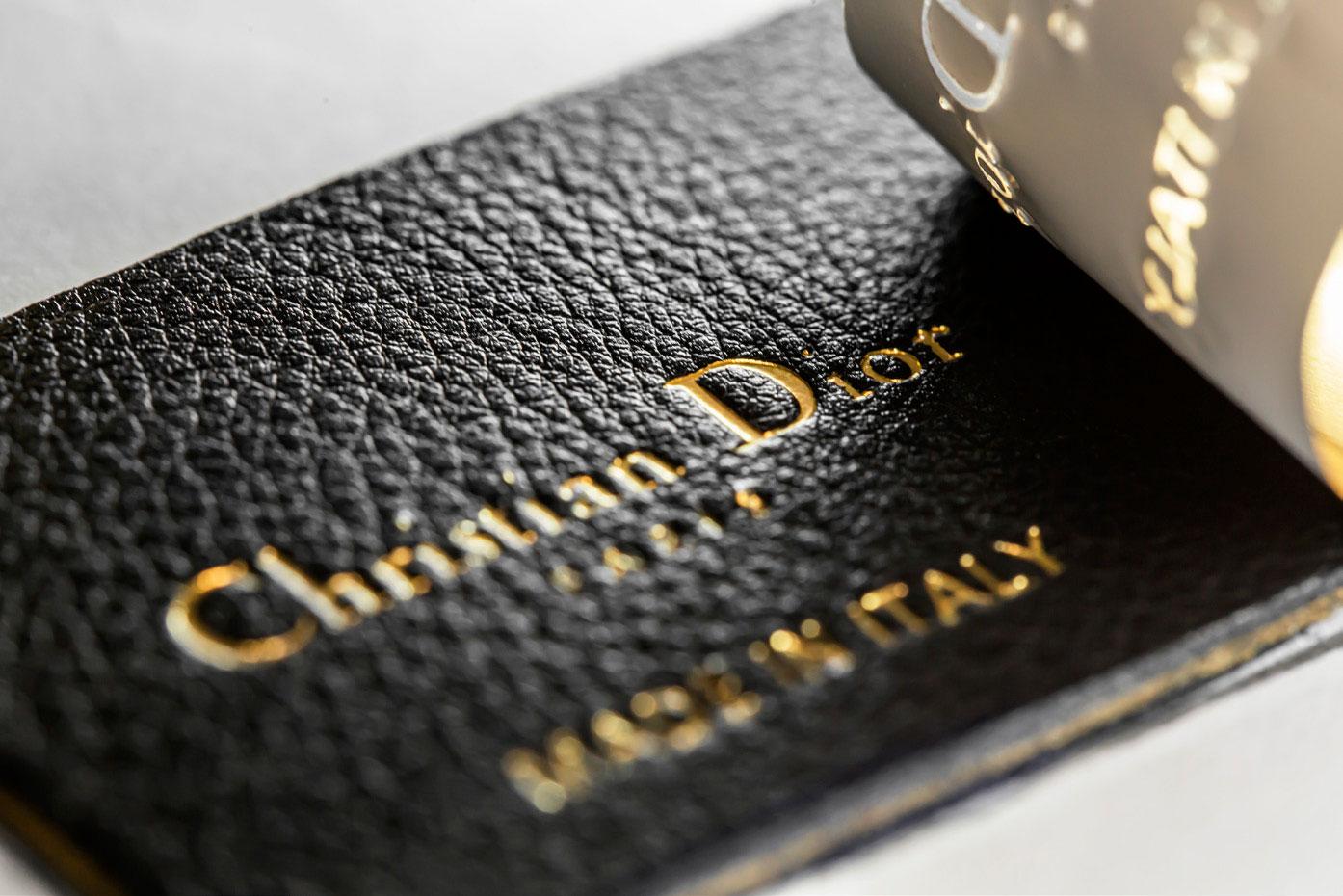 Dior hé lộ quy trình may vá thủ công tạo nên chiếc túi Caro 1
