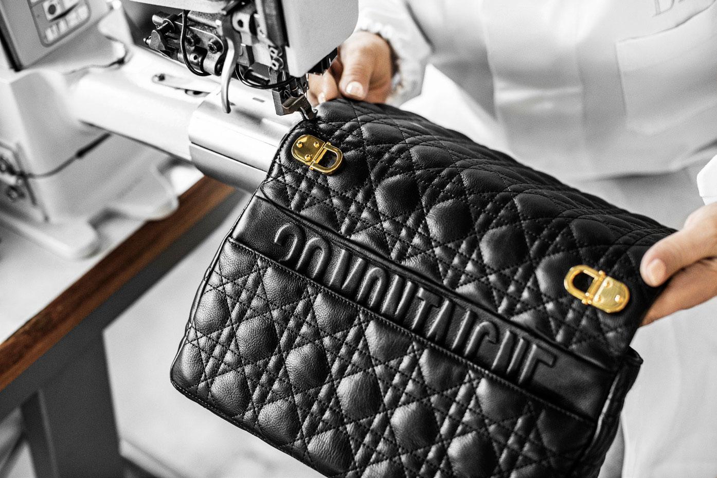 Dior hé lộ quy trình may vá thủ công tạo nên chiếc túi Caro 4