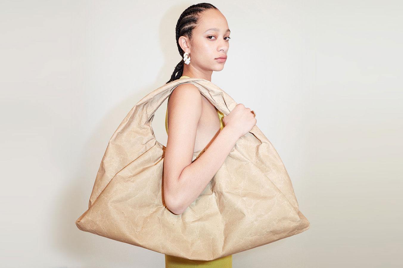 Bottega Veneta Kraft Paper: Dòng túi Bottega Veneta từ giấy tái chế