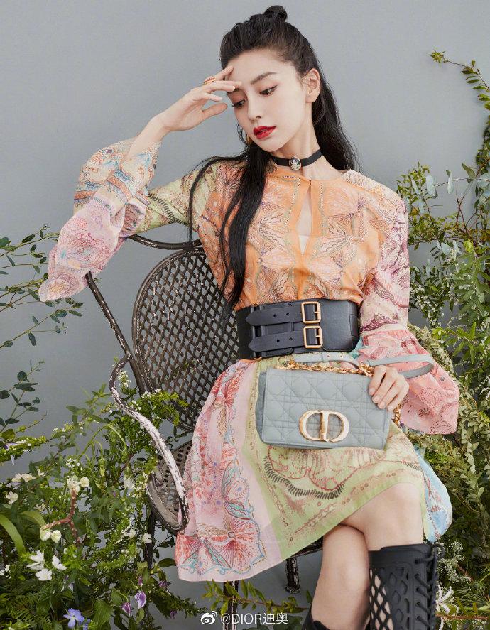 Cách đeo túi Dior Caro đi làm, đi chơi như Angelababy, Bae Suzy 1