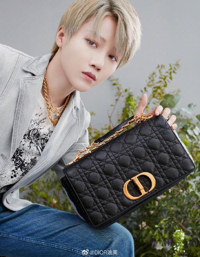 Cách đeo túi Dior Caro đi làm, đi chơi như Angelababy, Bae Suzy 4