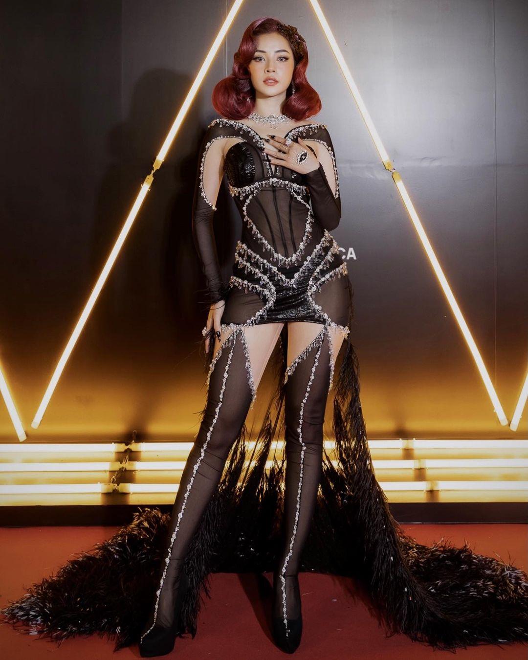 Xu hướng áo corset trở lại vì phim Netflix Bridgerton 5