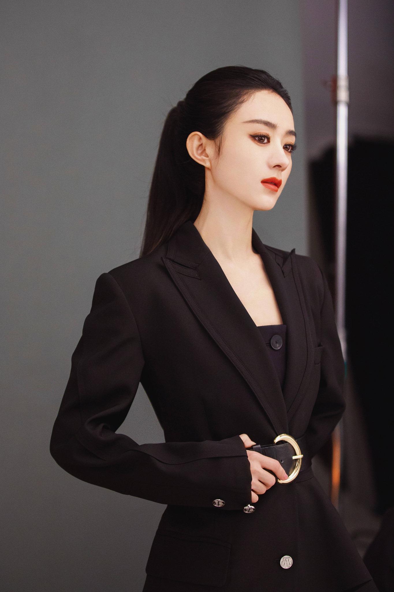 Ảnh hậu trường chụp Triệu Lệ Dĩnh khi quay video quảng bá cho Nars.