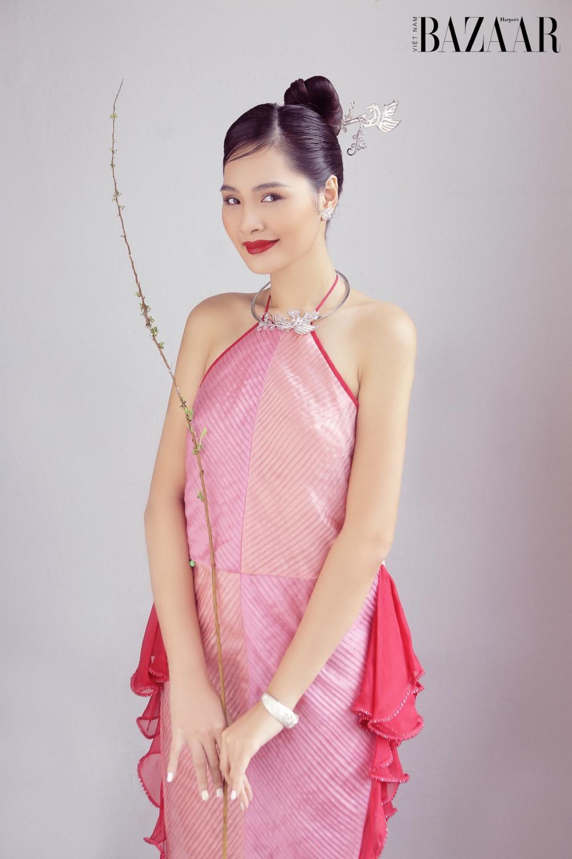 Hương Giang đón Tết Tân Sửu với áo yếm cách tân Thủy Design House 1