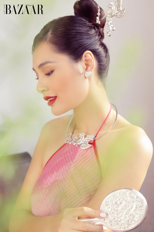 Hương Giang đón Tết Tân Sửu với áo yếm cách tân Thủy Design House 2