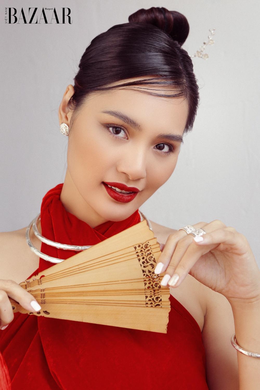 Hương Giang đón Tết Tân Sửu với áo yếm cách tân Thủy Design House 3