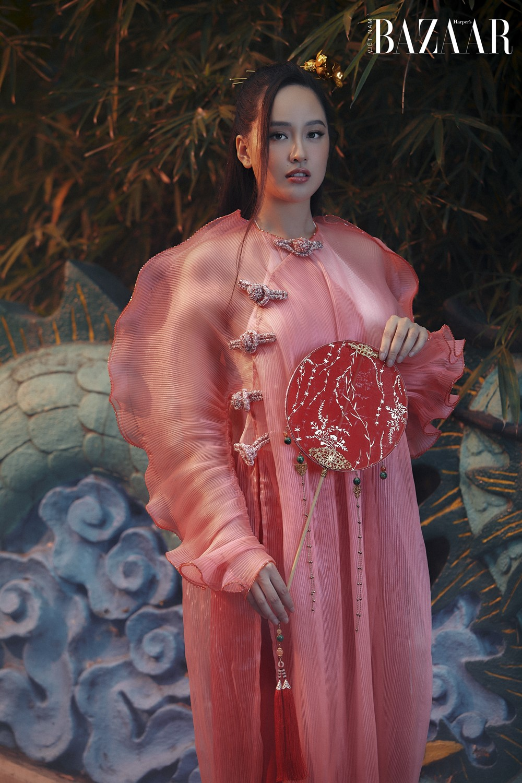Mai Phương Thúy thử nghiệm với áo dài phá cách cho Tết Tân Sửu