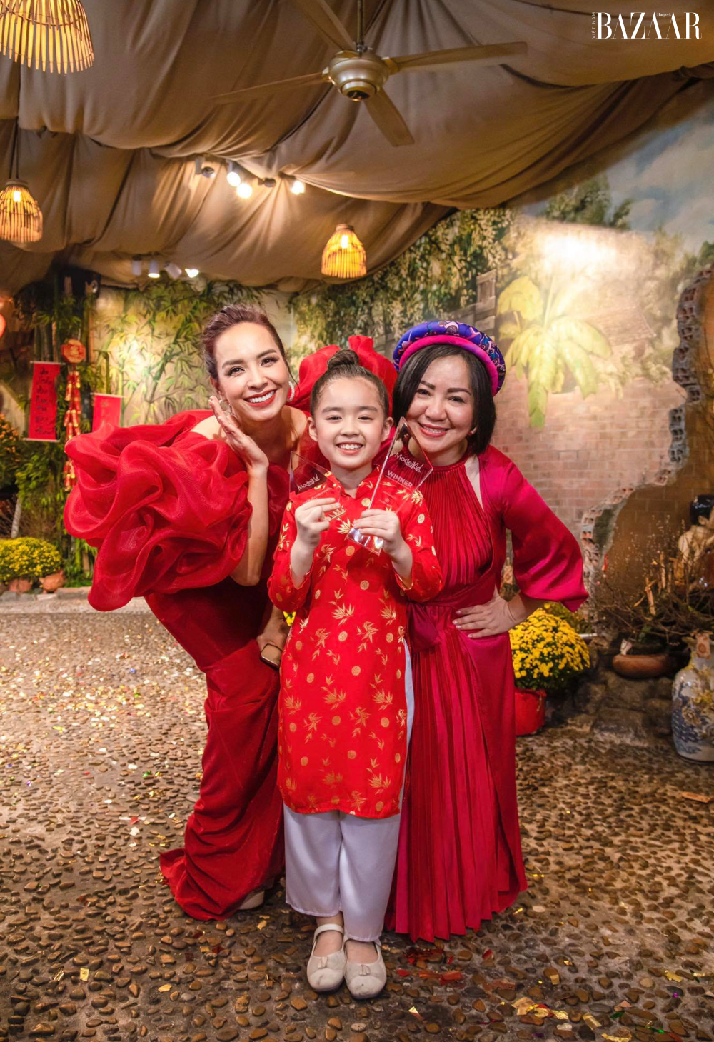 Thuý Hạnh (trái), bé Rồng (Nhã Uyên) và bà Trang Lê.