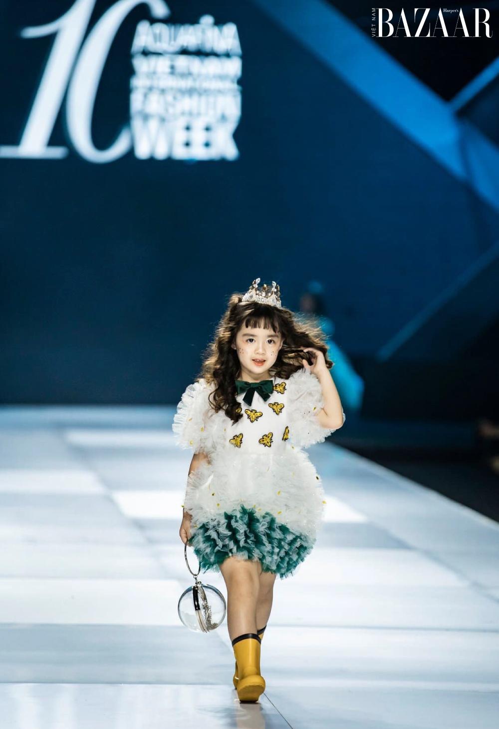 Nhã Uyên tại Aquafina Vietnam International Fashion Week lần thứ 10.