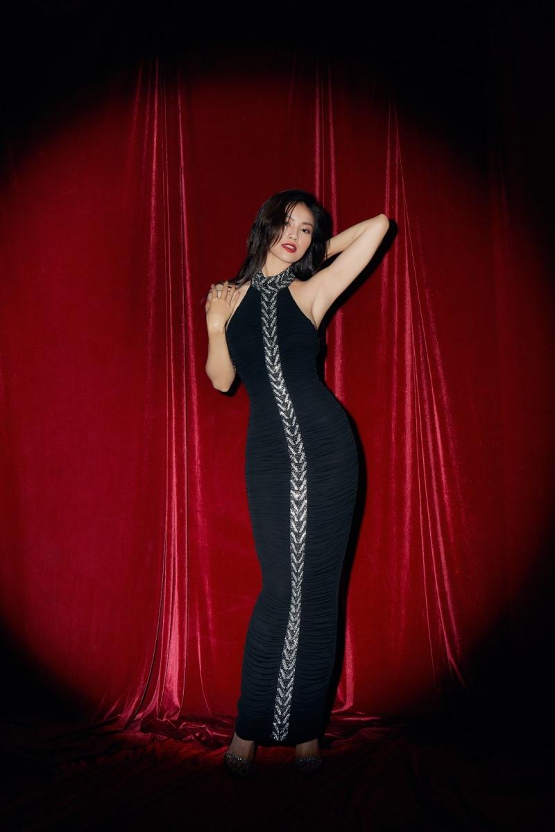 Bộ ba nữ quái phim 1990 khoe dáng với đầm dạ hội đen quyến rũ 2