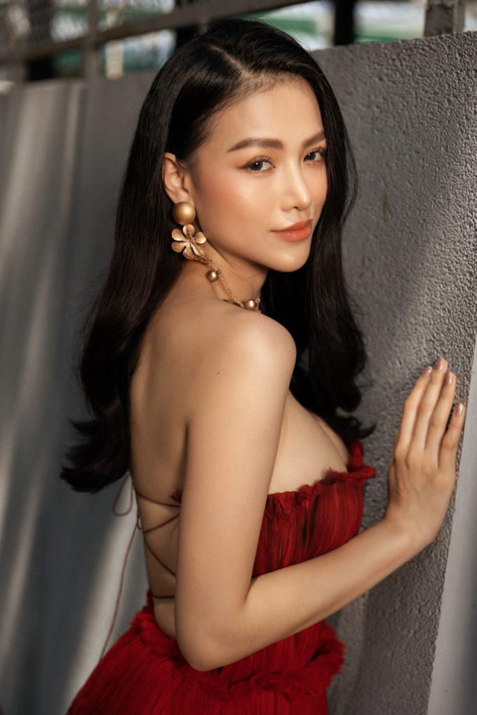 Hoa hậu Phương Khánh diện đầm dạ hội Trần Hùng đi xe bus du xuân 3