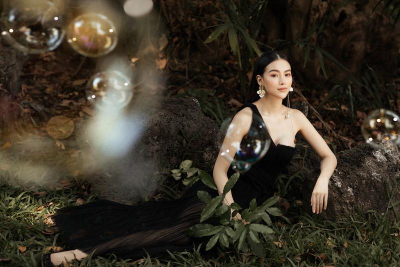 Hoa hậu Phương Khánh diện đầm dạ hội Trần Hùng đi xe bus du xuân 9