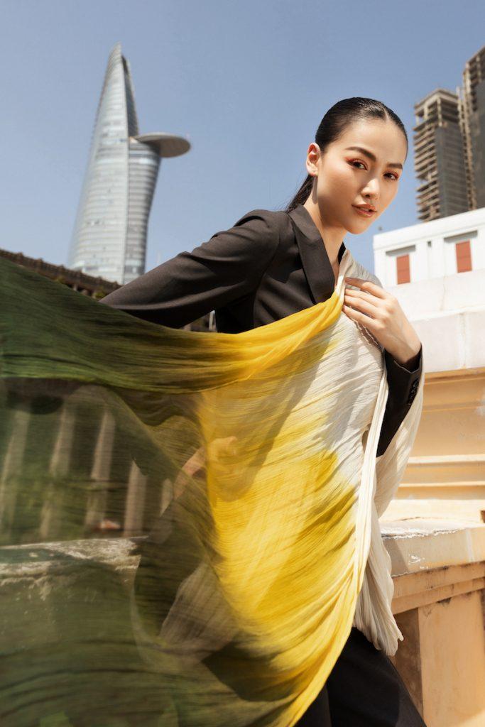 Hoa hậu Phương Khánh diện đầm dạ hội Trần Hùng đi xe bus du xuân 14