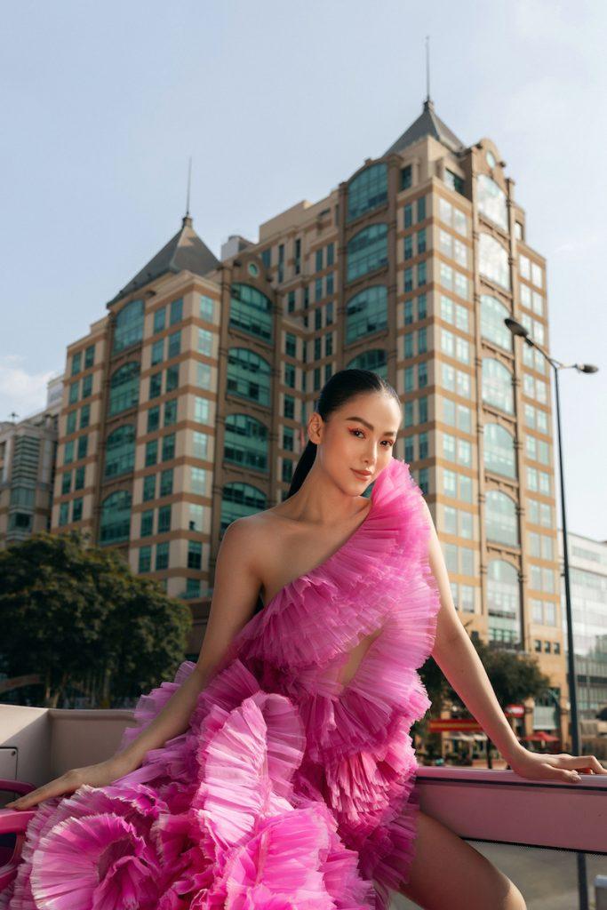Hoa hậu Phương Khánh diện đầm dạ hội Trần Hùng đi xe bus du xuân 5
