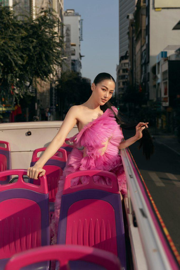 Hoa hậu Phương Khánh diện đầm dạ hội Trần Hùng đi xe bus du xuân 8