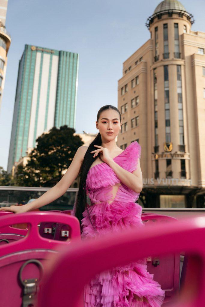Hoa hậu Phương Khánh diện đầm dạ hội Trần Hùng đi xe bus du xuân 6