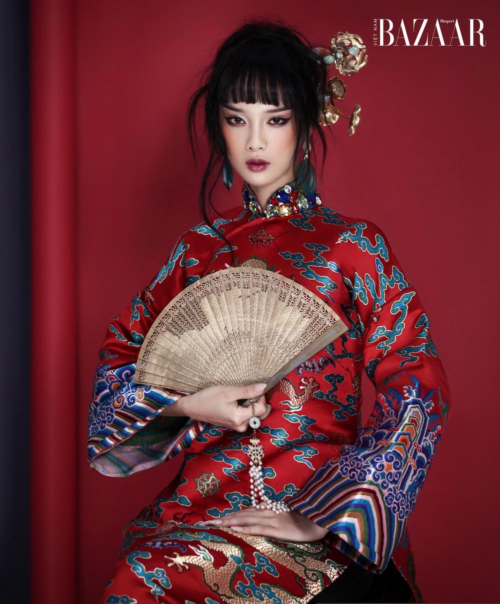 """Nàng """"Kiều"""" Trình Mỹ Duyên mặc áo dài mệnh phụ cho Tết 2021"""