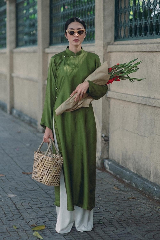 Vợ chồng Tăng Thanh Hà chuộng mốt áo dài truyền thống đầu năm mới 4