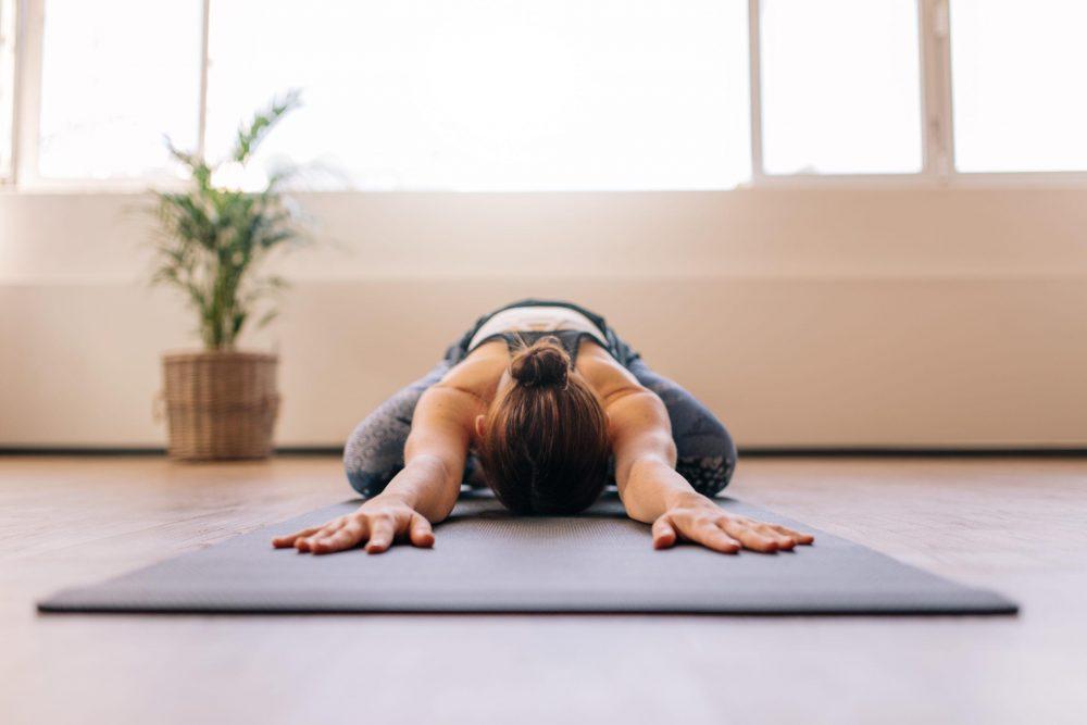 Tập yoga tư thế em bé