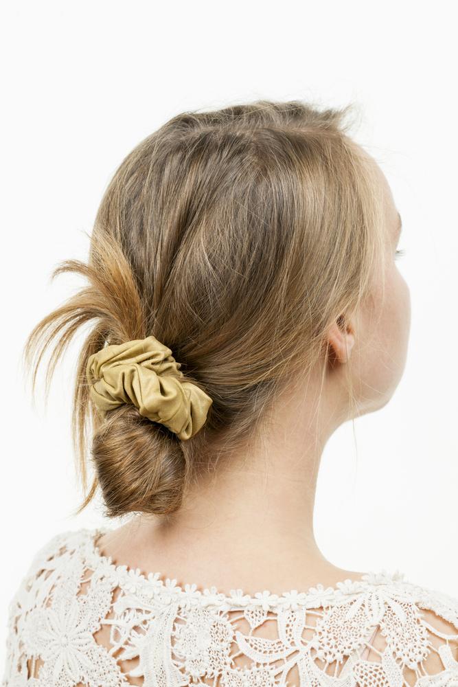 Cách búi tóc thấp cho tóc ngắn