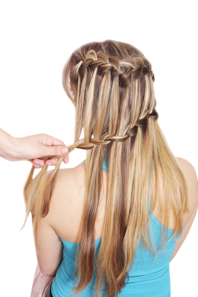 Kiểu tóc này còn có tên gọi khác là tết tóc thác nước đôi