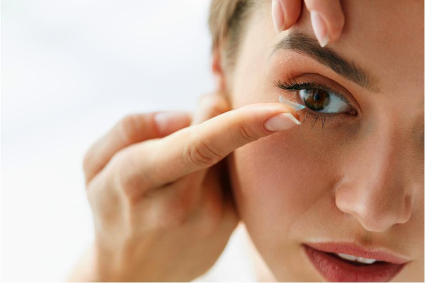 Sử dụng kính áp tròng giúp mắt to hơn