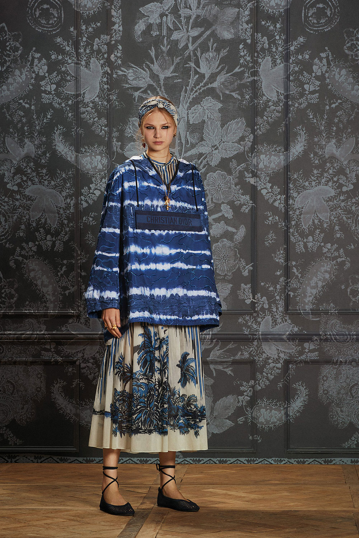 Dior Palms: Họa tiết cây dừa phủ bóng râm trên BST Dior Xuân Hè 2021