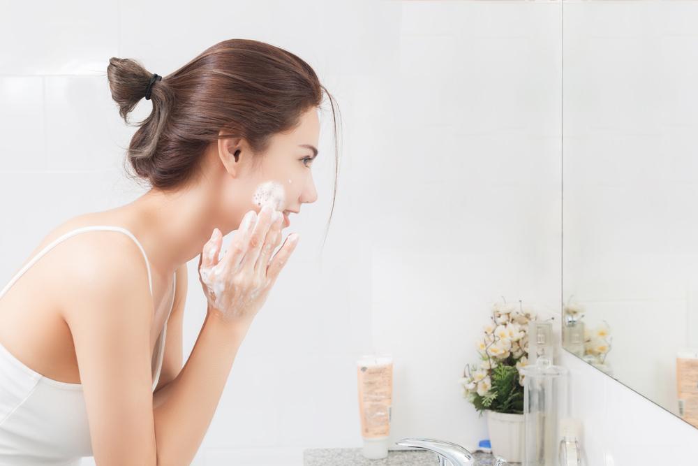 Rửa mặt trước khi tẩy da chết