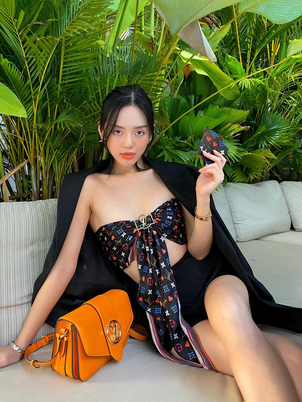 Cô em trendy chốt hạ Tết với nguyên cây Louis Vuitton 1
