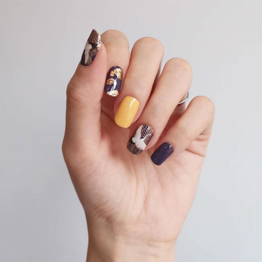 Mẫu móng tay sang đẹp chơi Tết: Bình phong sơn mài