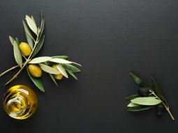 cách tẩy trang bằng dầu olive