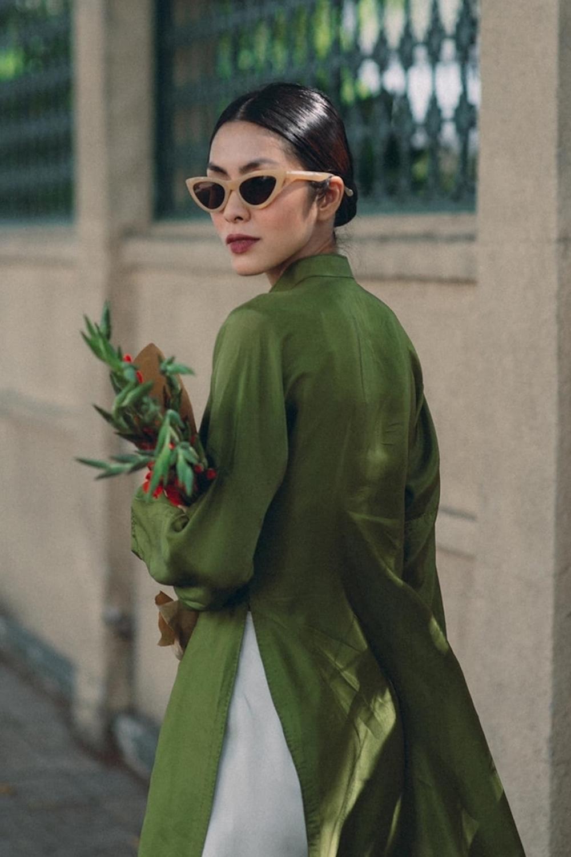 Vợ chồng Tăng Thanh Hà chuộng mốt áo dài truyền thống đầu năm mới 3