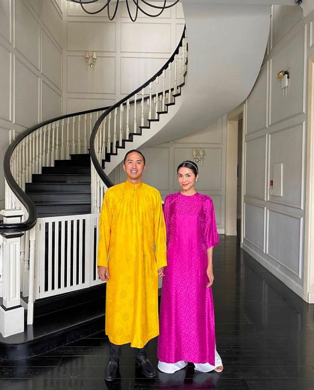 Vợ chồng Tăng Thanh Hà chuộng mốt áo dài truyền thống đầu năm mới