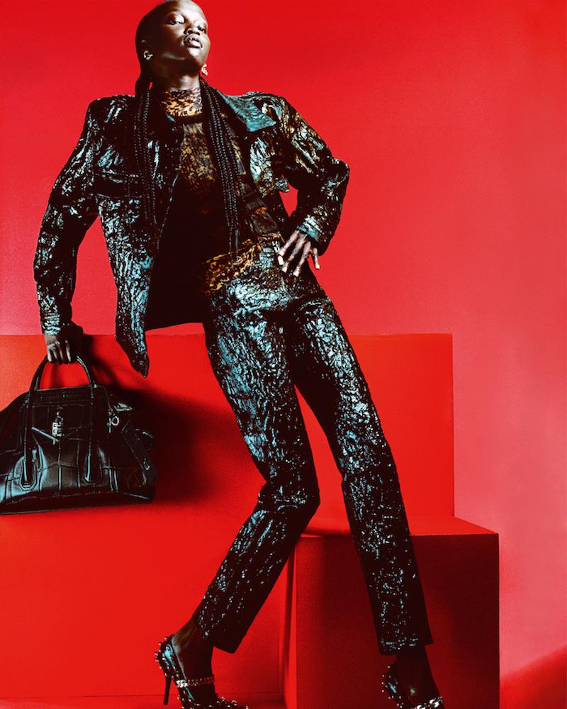 Givenchy tái thiết kế mẫu túi Antigona huyền thoại cho 2021 3