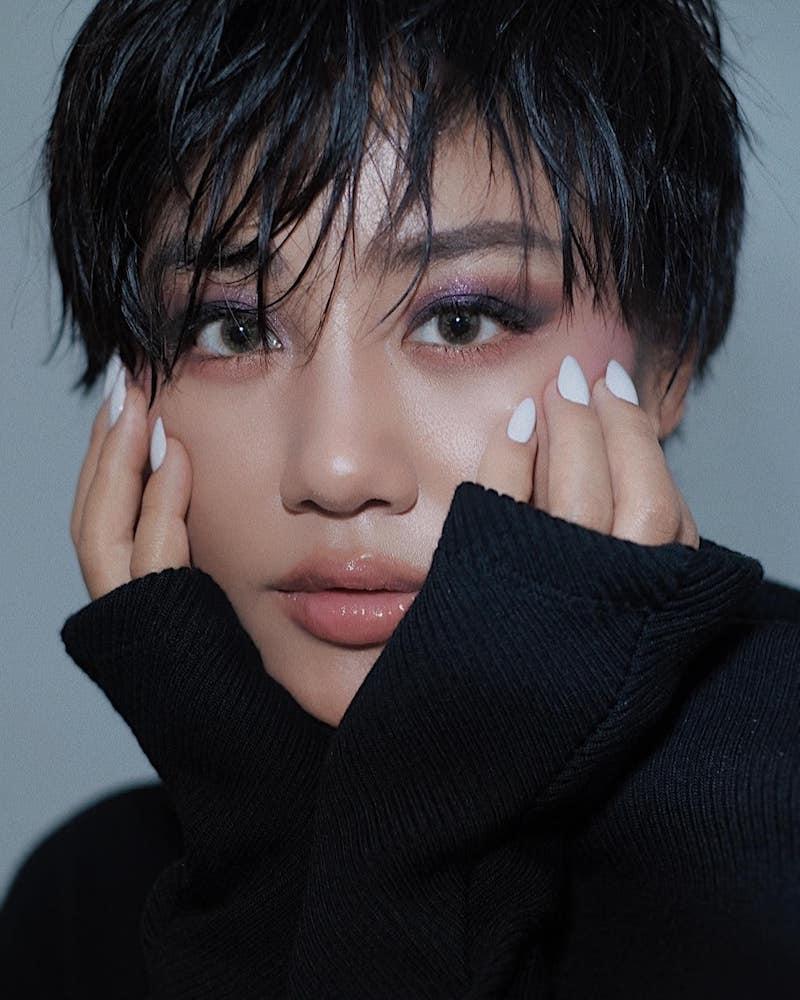 Văn Mai Hương cắt tóc tém phong cách tomboy