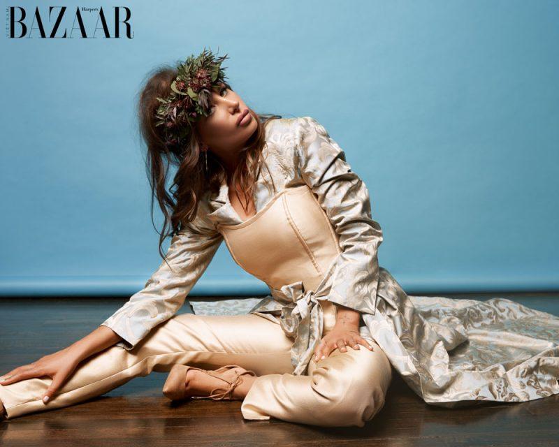 Đầm Couture De La Rosa @delarosacouture, Trang sức Kastel Jewelry @kastelJewelry, giày cao gót Zendaya.