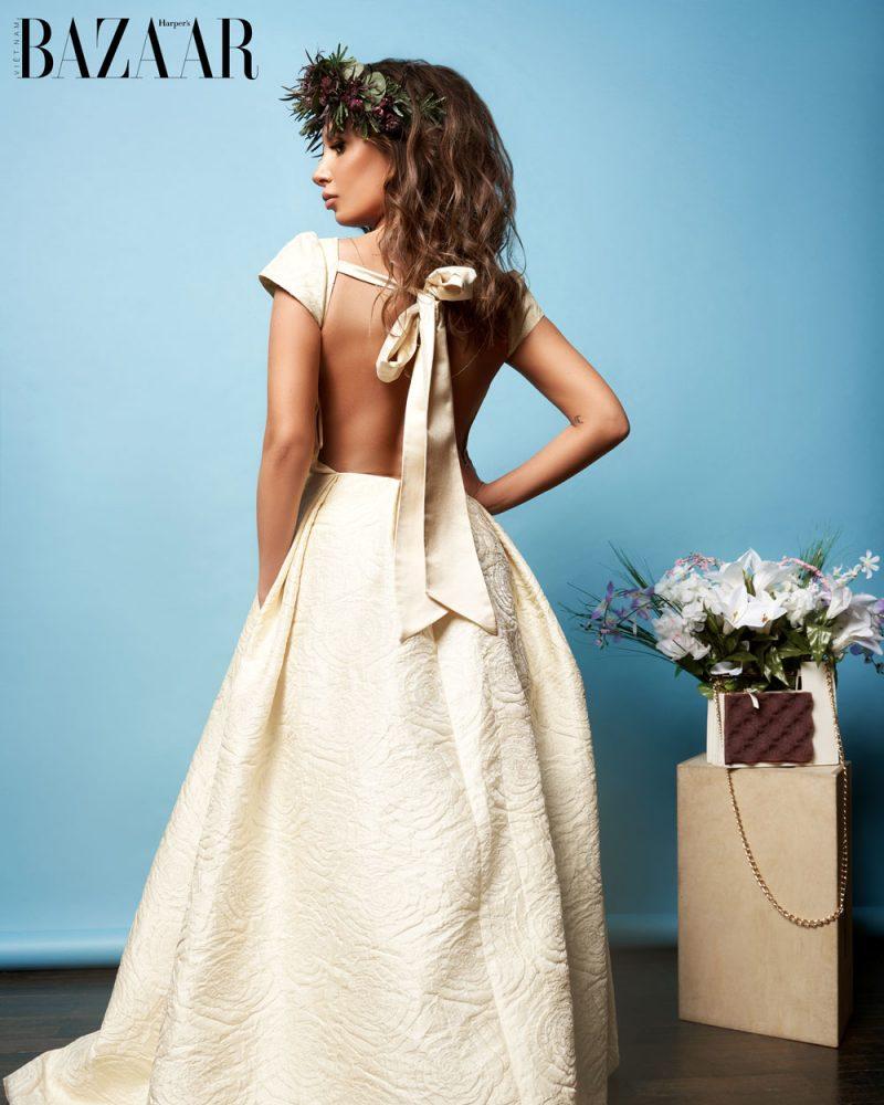 Đầm Couture De La Rosa @delarosacouture, túi xách Phomaz @phomazhandbags.