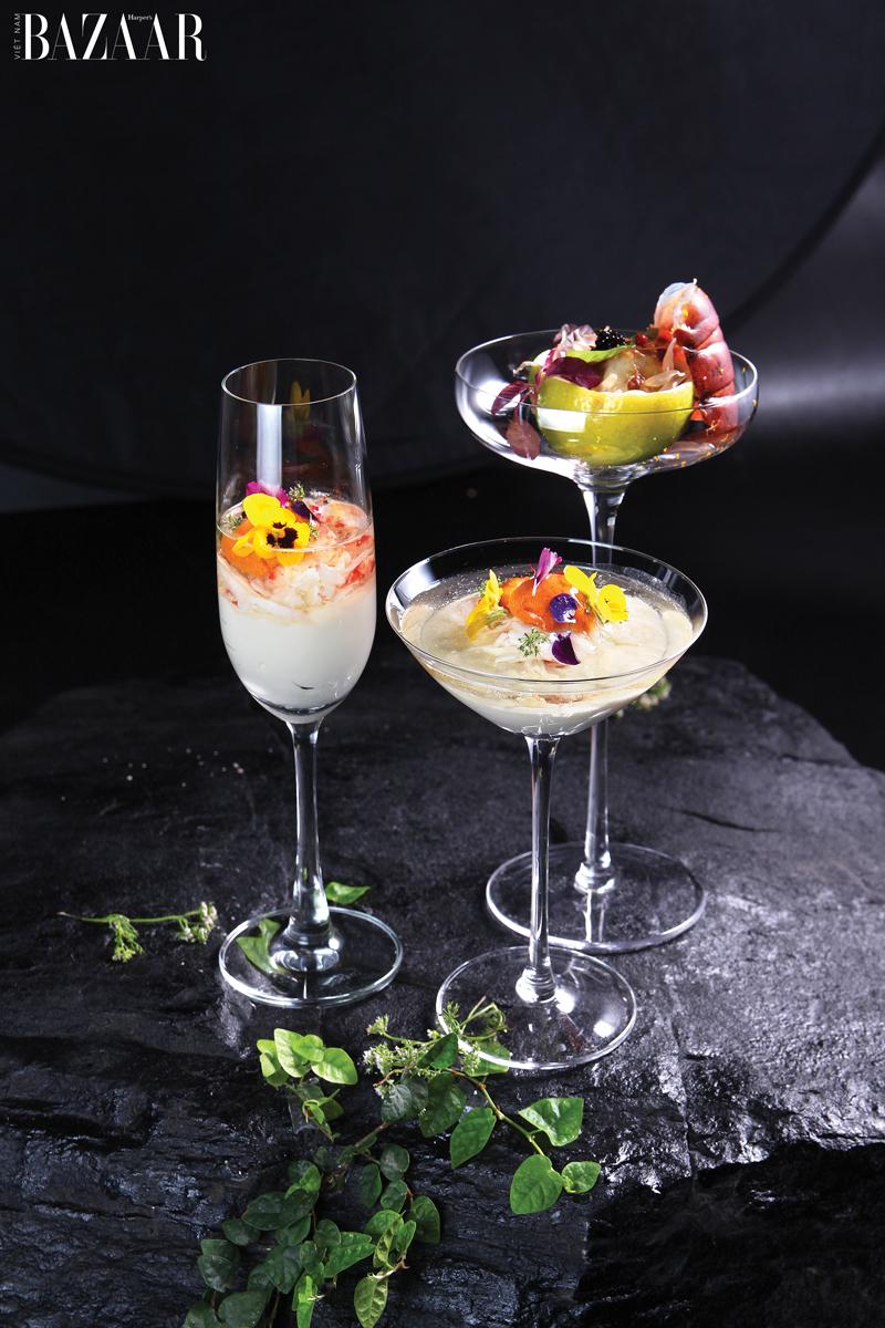 Khai vị trong ly cocktail gồm sashimi, bơ, hoa hữu cơ