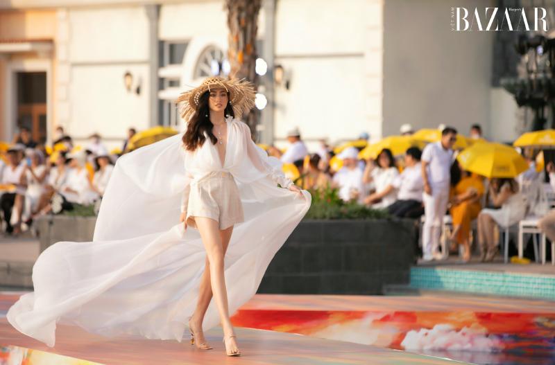 Lương Thùy Linh, Đỗ Mỹ Linh trình diễn BST Like The Sunshine của Lê Thanh Hòa 2