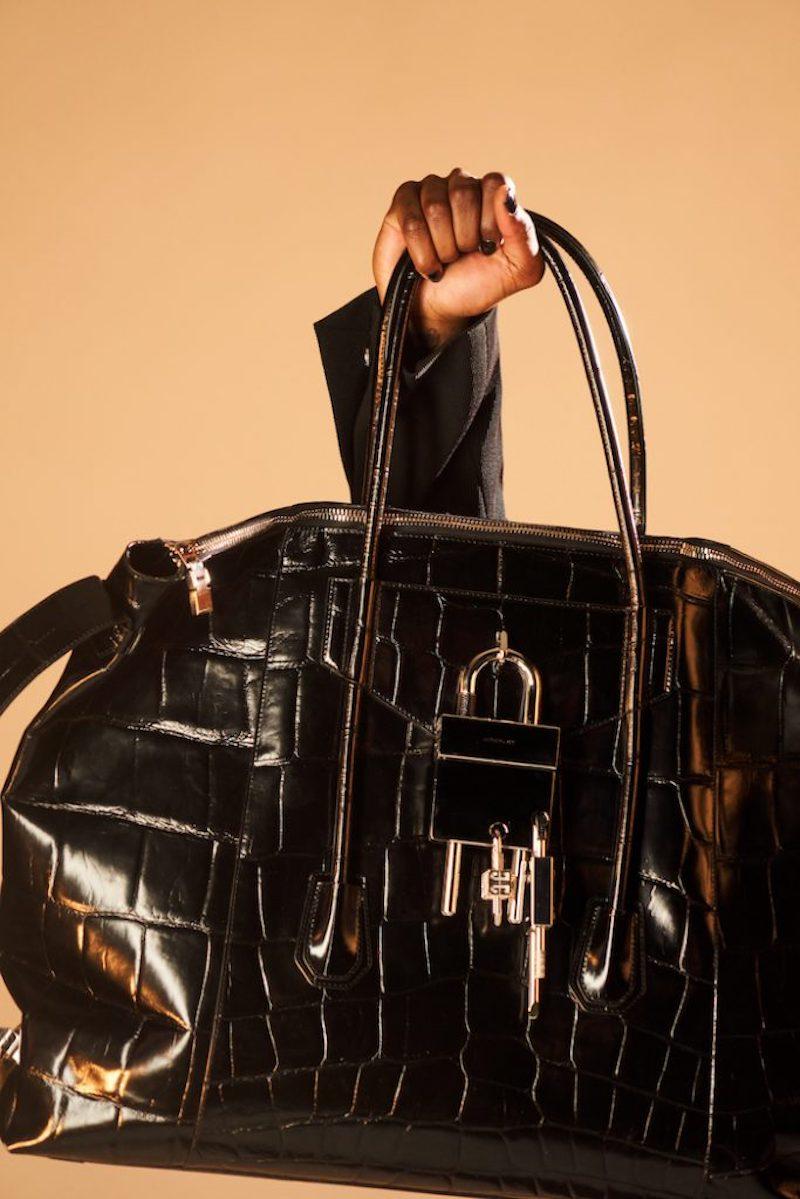 Givenchy tái thiết kế mẫu túi Antigona huyền thoại cho 2021 4