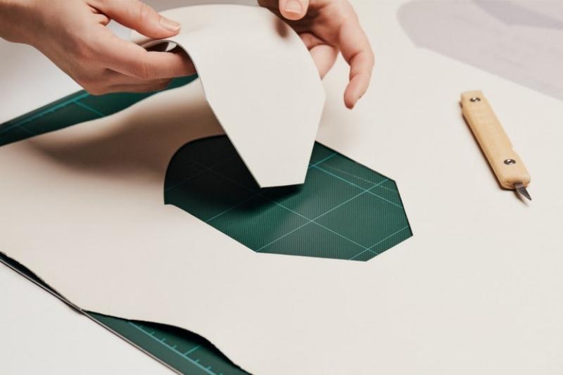 Để may nên chiếc túi Coussin Louis Vuitton cần 1.000 mũi khâu 3